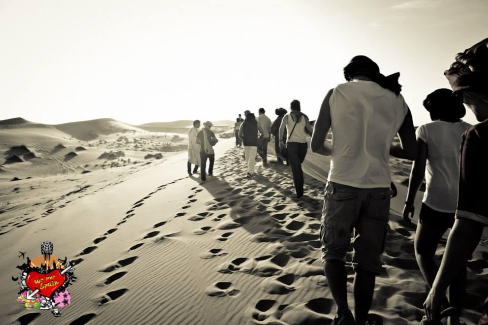 Erasmus students exploring the Sahara Desert Dunes on the We Love Spain Sahara Excursion