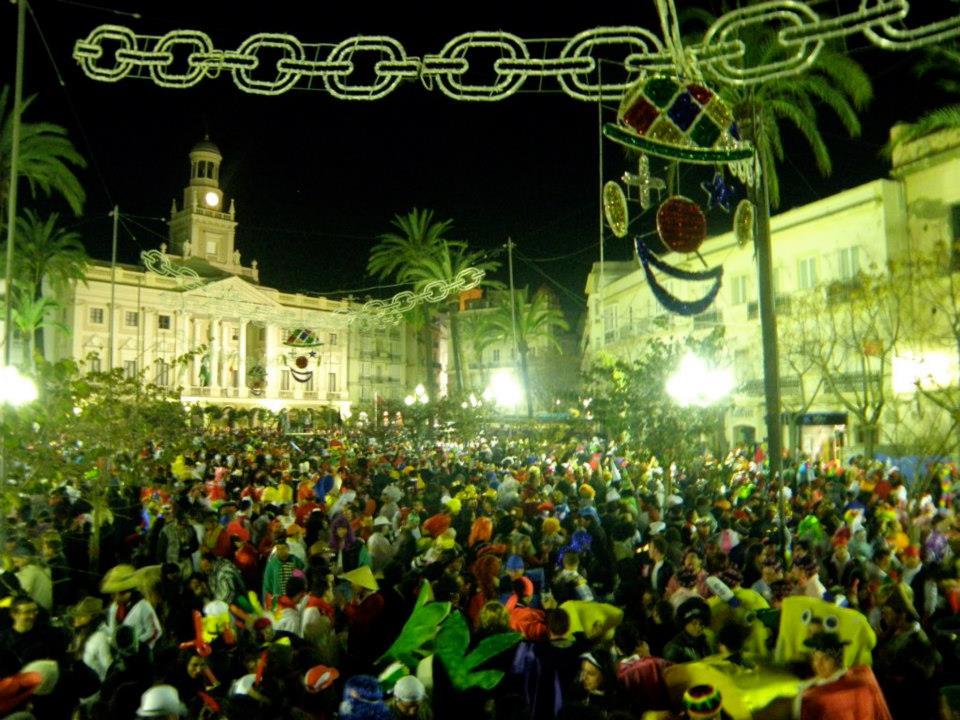 Festivities in the main square at Carnaval de Cádiz